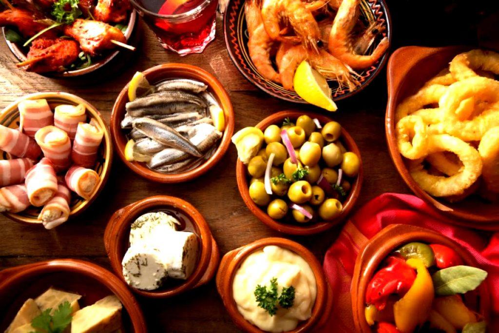 Comer tapas en un viaje de fin de curso en Granada